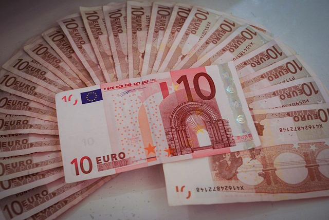 10 euro, vějíř bankovek