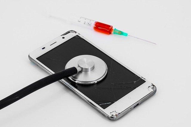 již opotřebovaný telefon ve špatném stavu – nutná náhrada