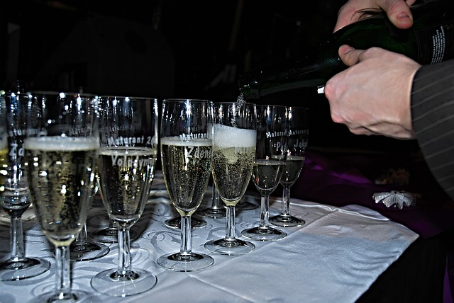 skleničky šampanského
